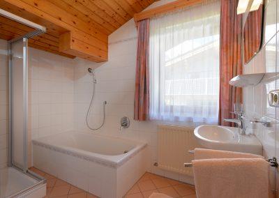 Ferienwohnungen-Bichler-Roswitha-Scheffau-Bruggenmoos-33-Appartement-1-Badezimmer